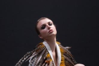 黑色调背景美女模特RAW图片下载