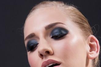 黑色调背景美女舞者RAW图片免费下载